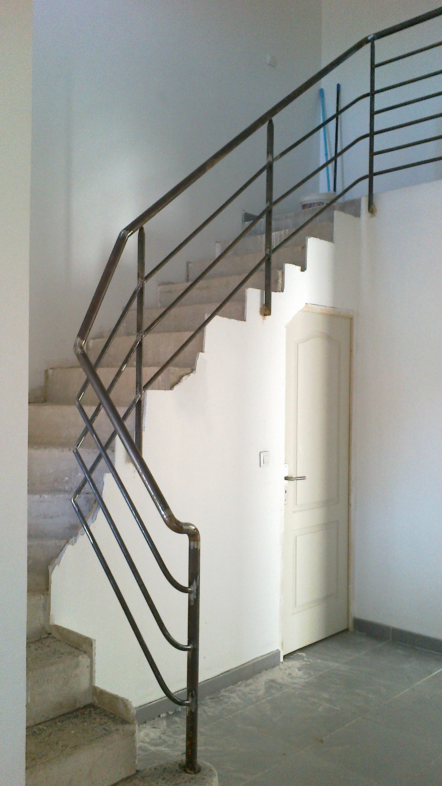 Rampe escaliers moderne fer forg faufer for Photos escalier interieur moderne