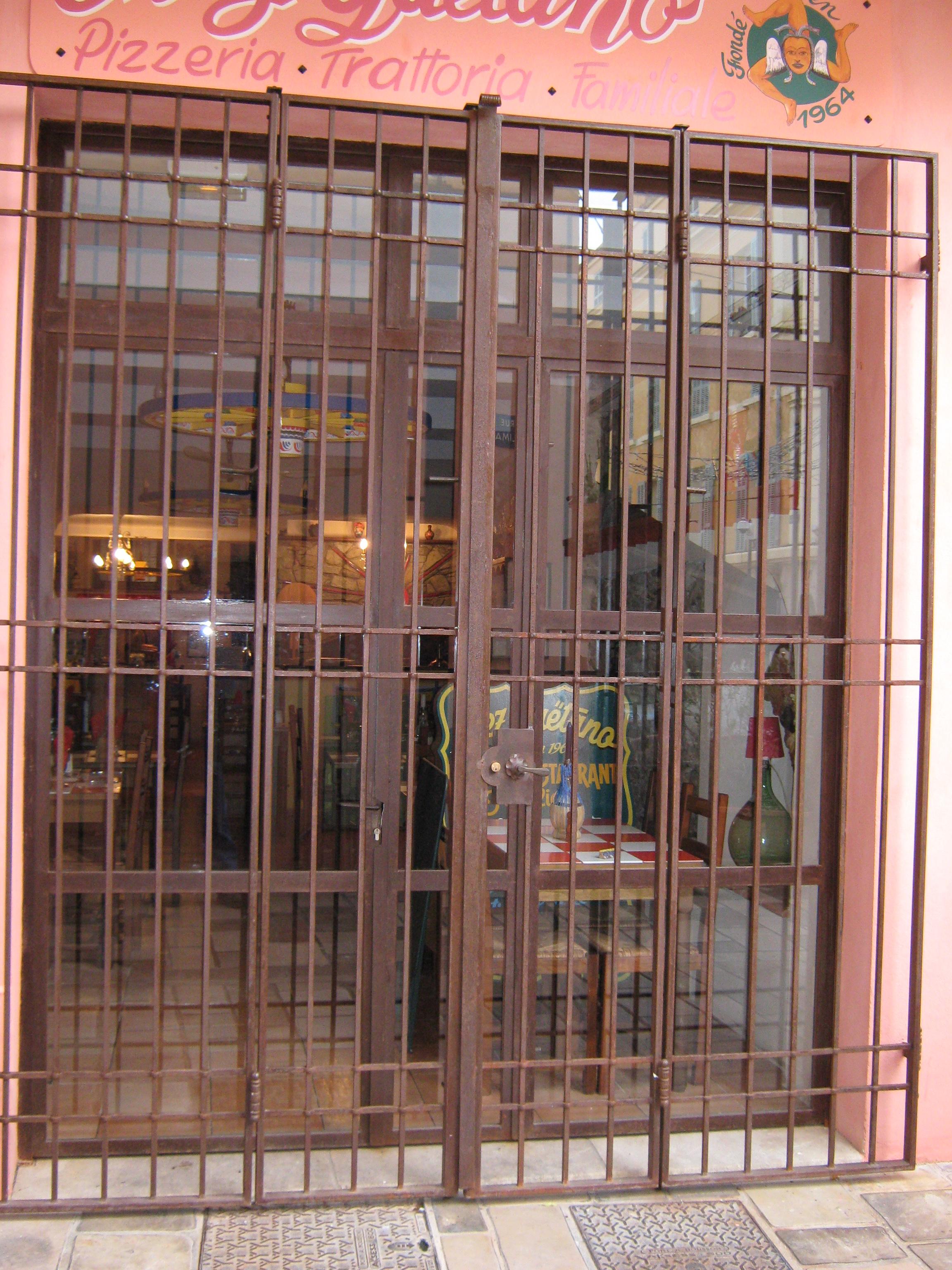 porte à 4 vantaux en fer forgé la Seyne sur mer
