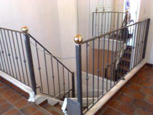 garde-corps escaliers intérieur acier + laiton faufer - Ferronnier à Hyères Toulon La Valette du Var et le Pradet - VAR 83
