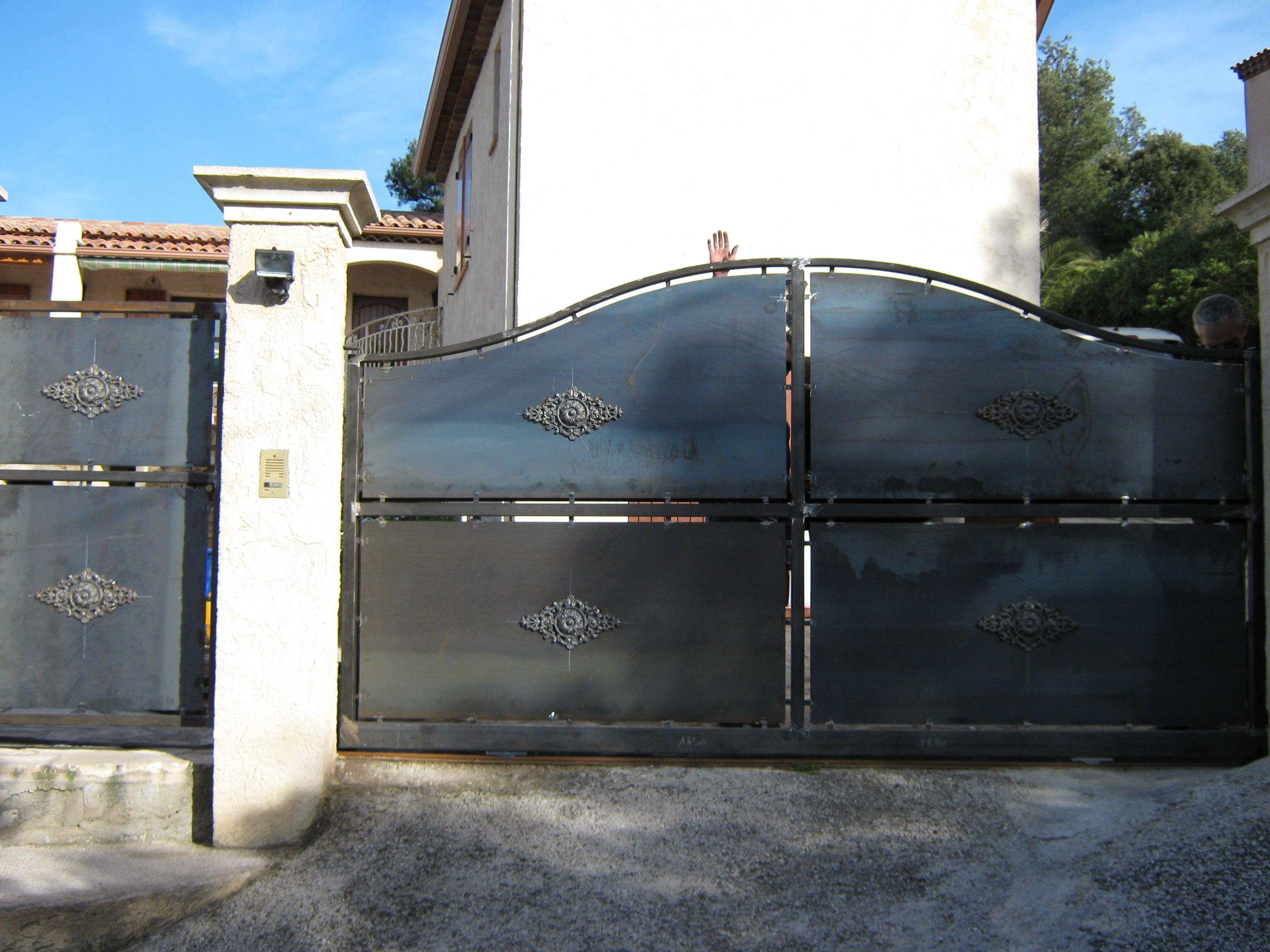 Portail coulissant et portillon acier faufer - Portail coulissant acier ...