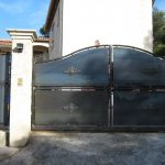 portail coulissant et portillon fer forgé à la moutonne - ferronnier