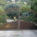 portail traditionnel provençale tôle et barreaux